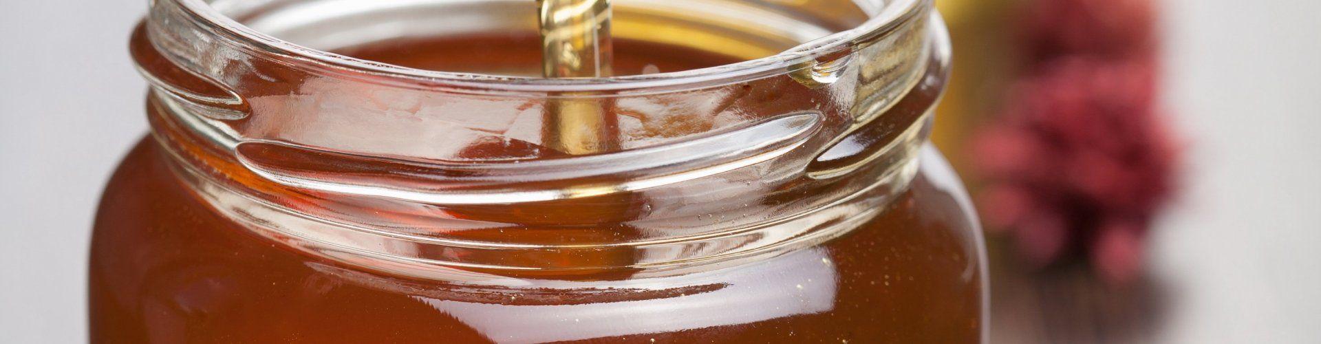 Die Beschützerin der Bienen und des Honigs.