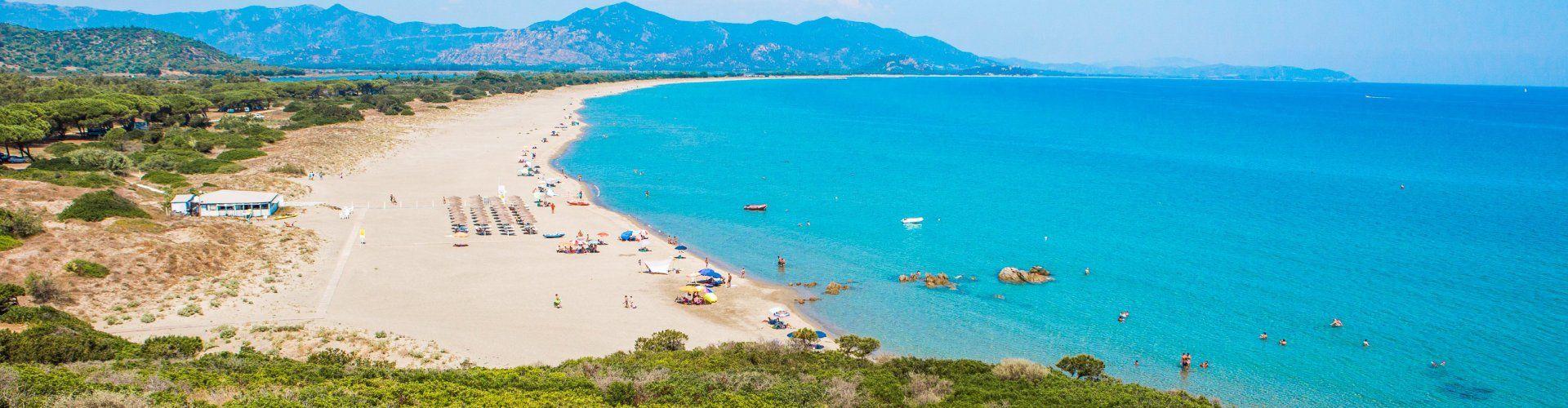 Weitläufiger Strand von Feraxi beim Capo Ferrato