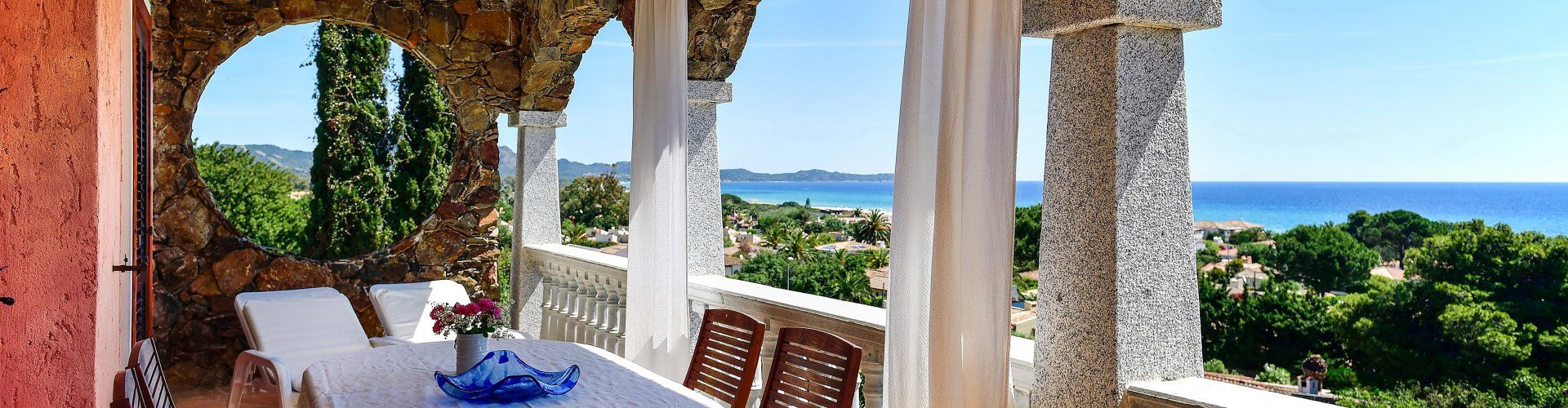 spektakulärer Meerblick von der Terrasse an der Costa Rei