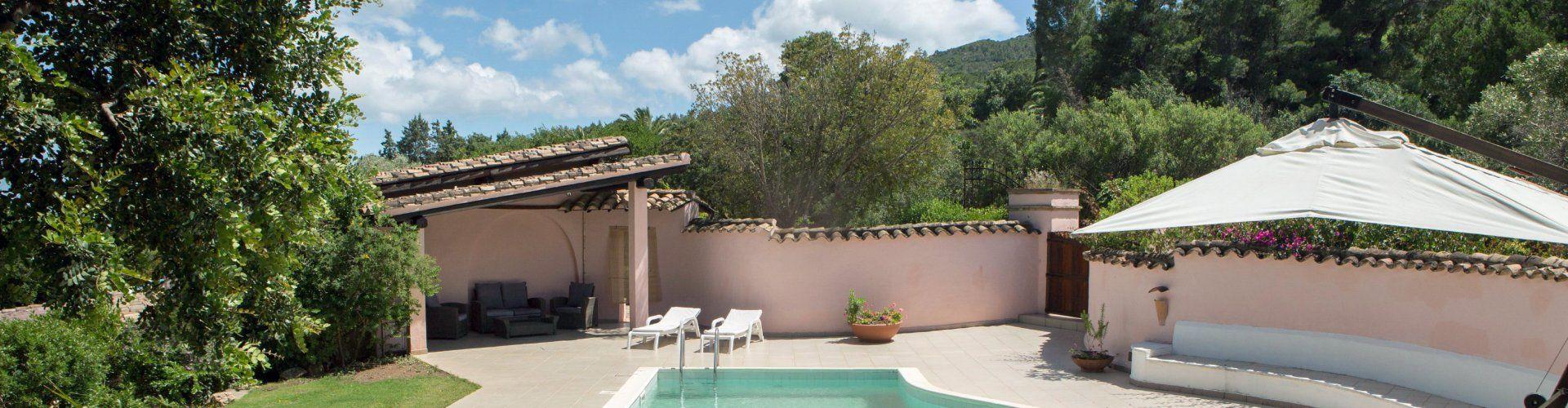 sardisches Landhaus umgeben von Pinien in Südsardinien
