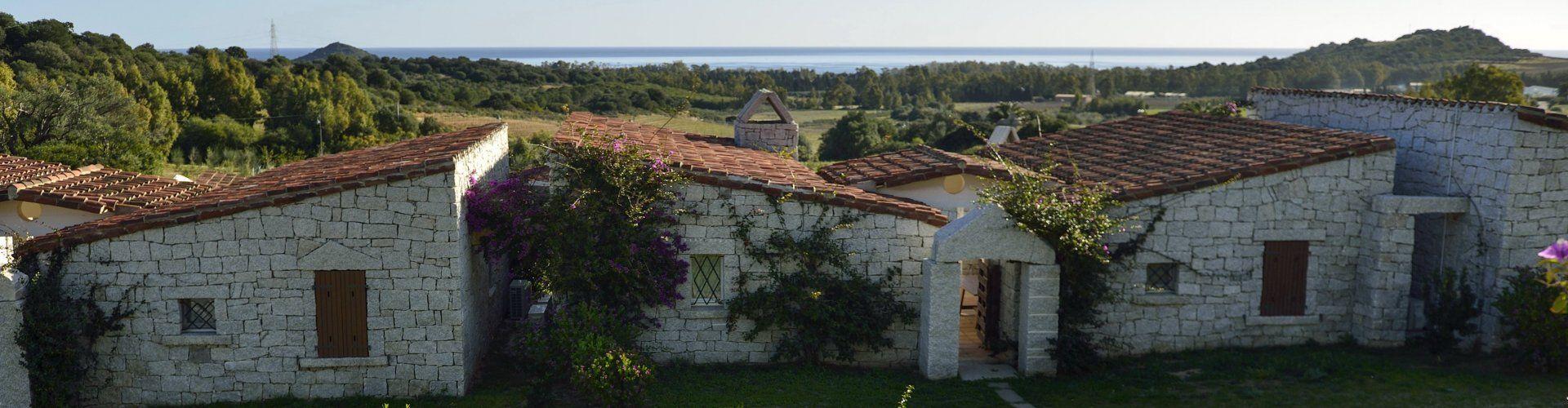 große Ferienvilla im Villaggio mit Meerblick in Cala Sinzias