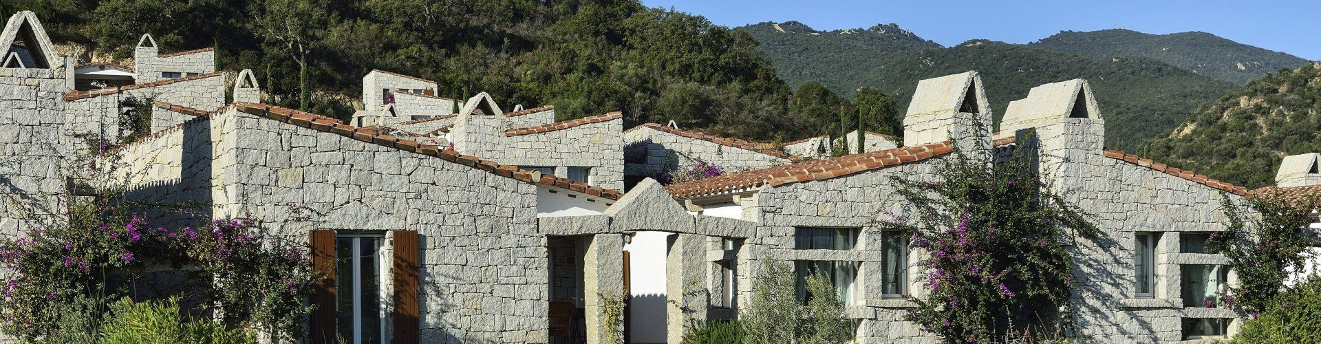 Ferienhaus mit kleinem Garten und Gemeinschaftspool in Südost Sardinien