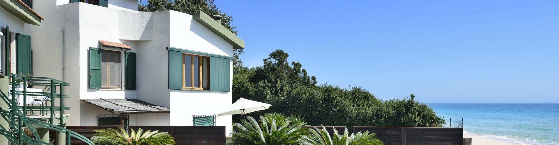 Villa mit Garten direkt am Meer