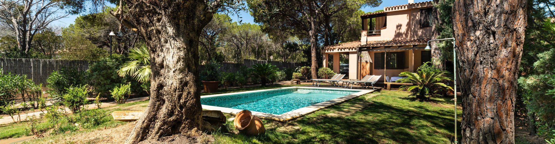 Haus mit privatem Pool und mediterranem Garten