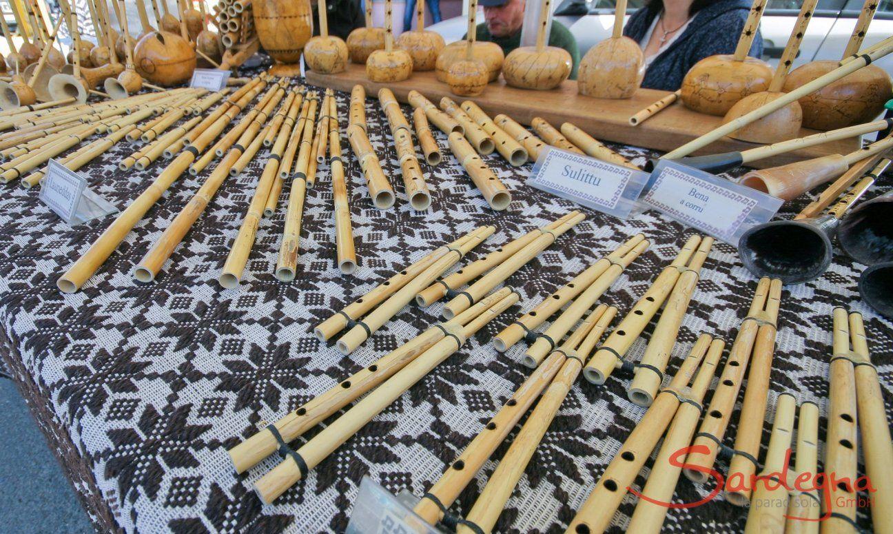 Stand mit Launeddas auf dem Markt von Muravera