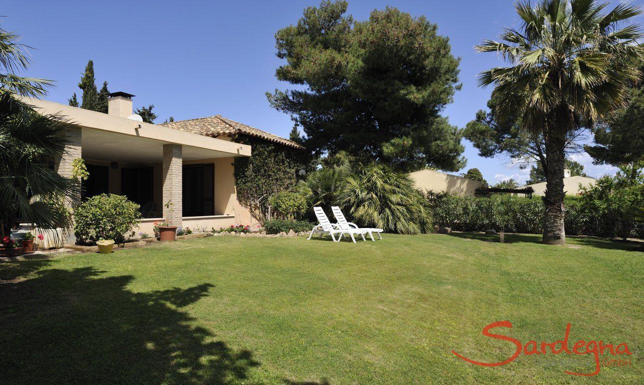 Großer Garten der Villa Palme
