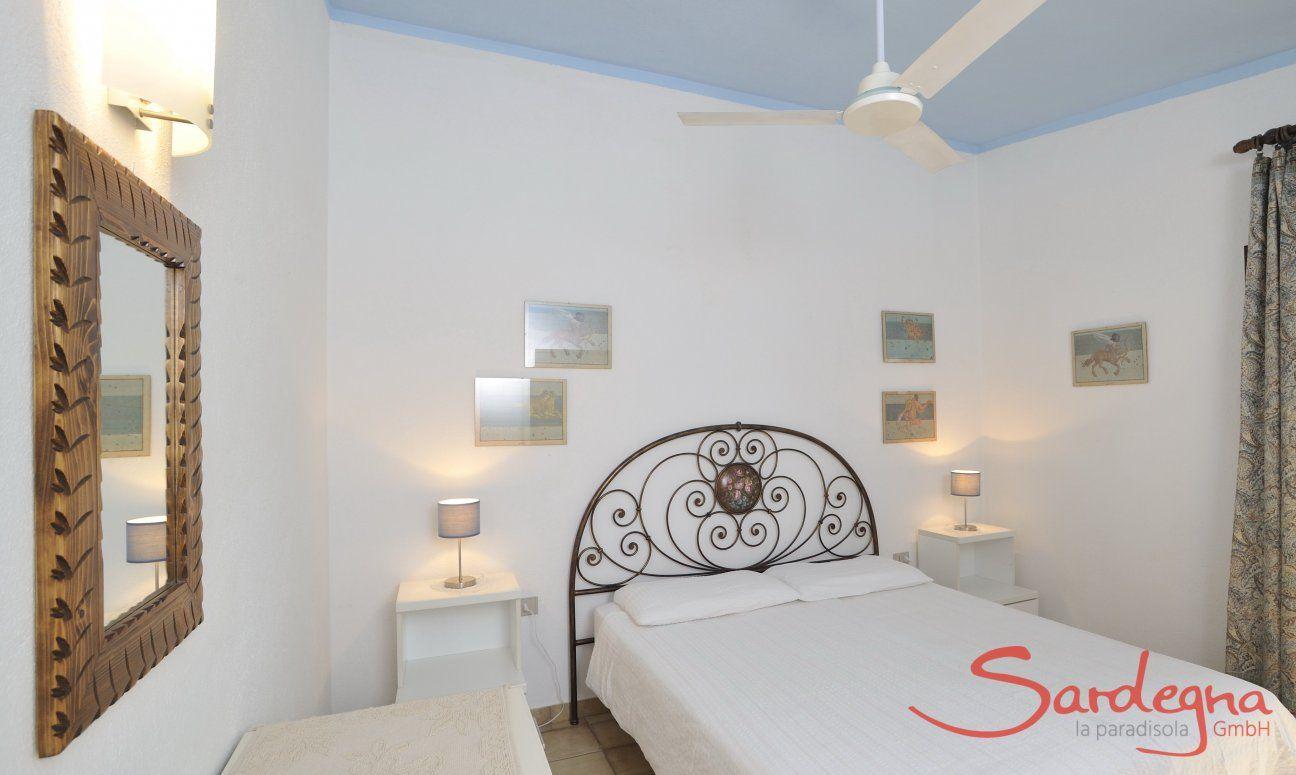 Schlafzimmer 1 mit Doppelbett Meloni 2 in Sant Elmo