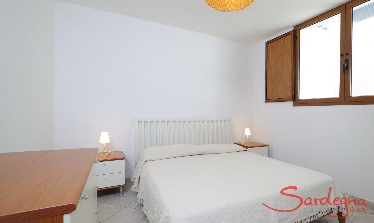Schlafzimmer 4 unten mit Doppelbett