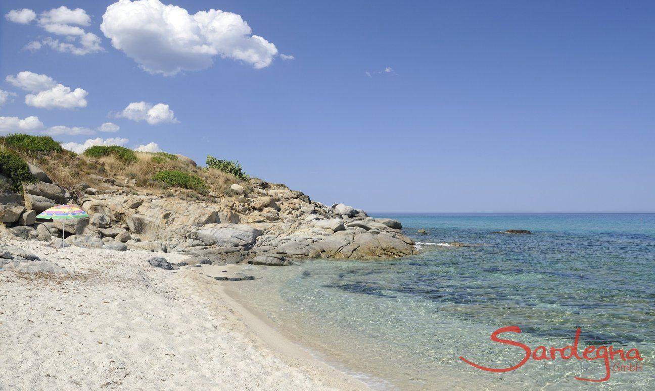 Strand vor der Anlage von Sant Elmo
