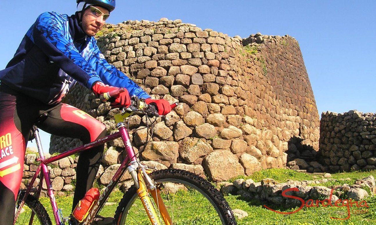 Radfahren bei Nuraghe Losa