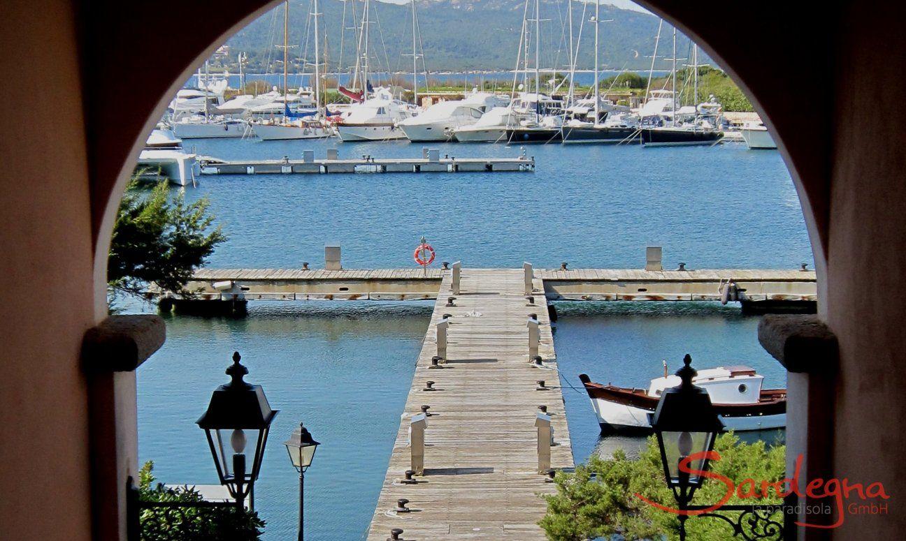 Blick auf den Hafen von Porto Rotondo, 2 km
