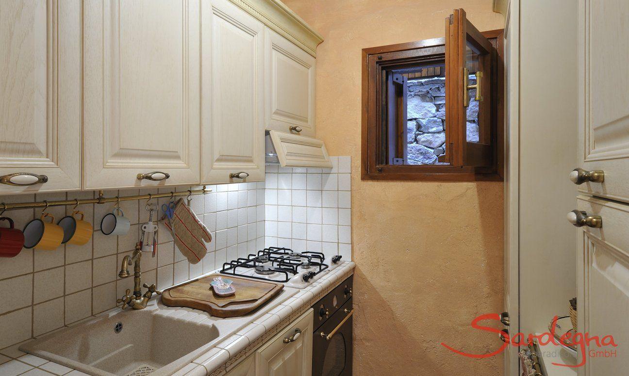 Weiße, helle Küche