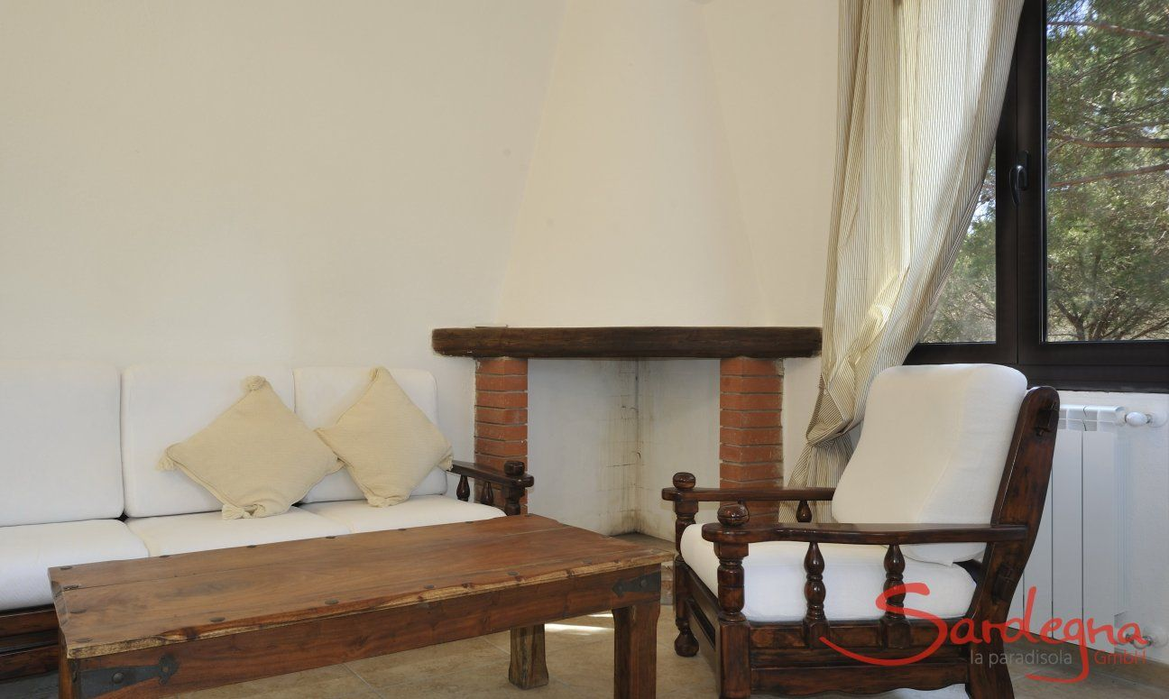 Sofa und Kamin