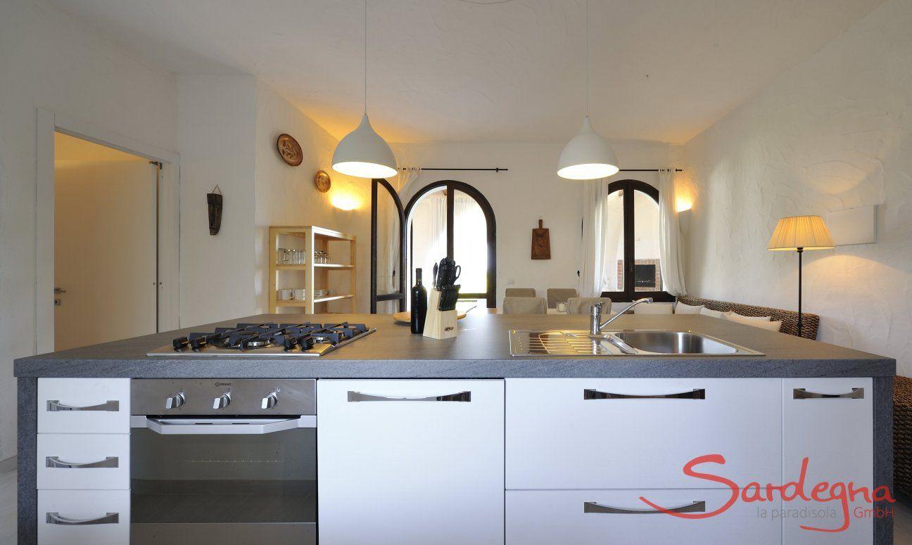 Moderne, vollausgestattete und offene Küche