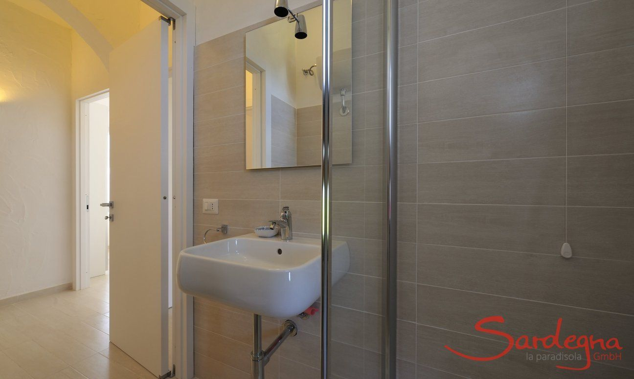 Modernes Badezimmer 1 mit Dusche
