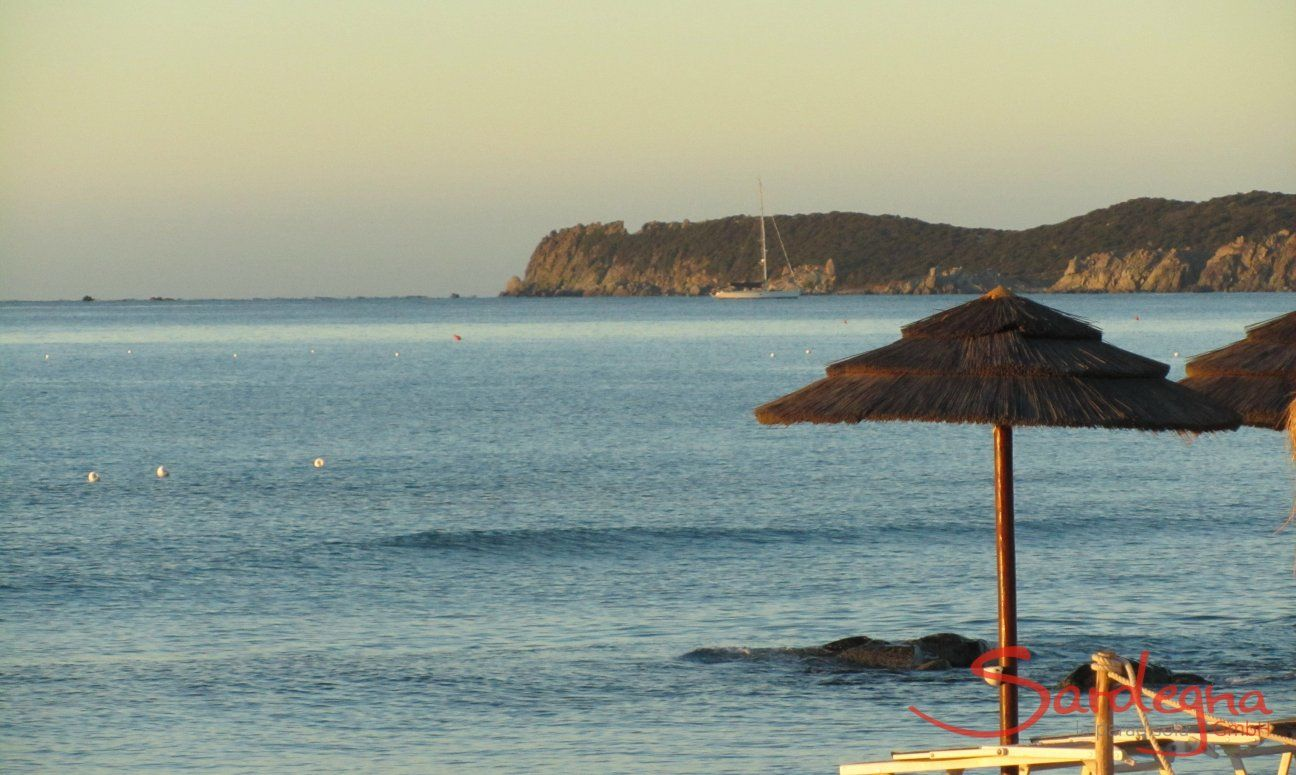 Am Strand vor dem Haus