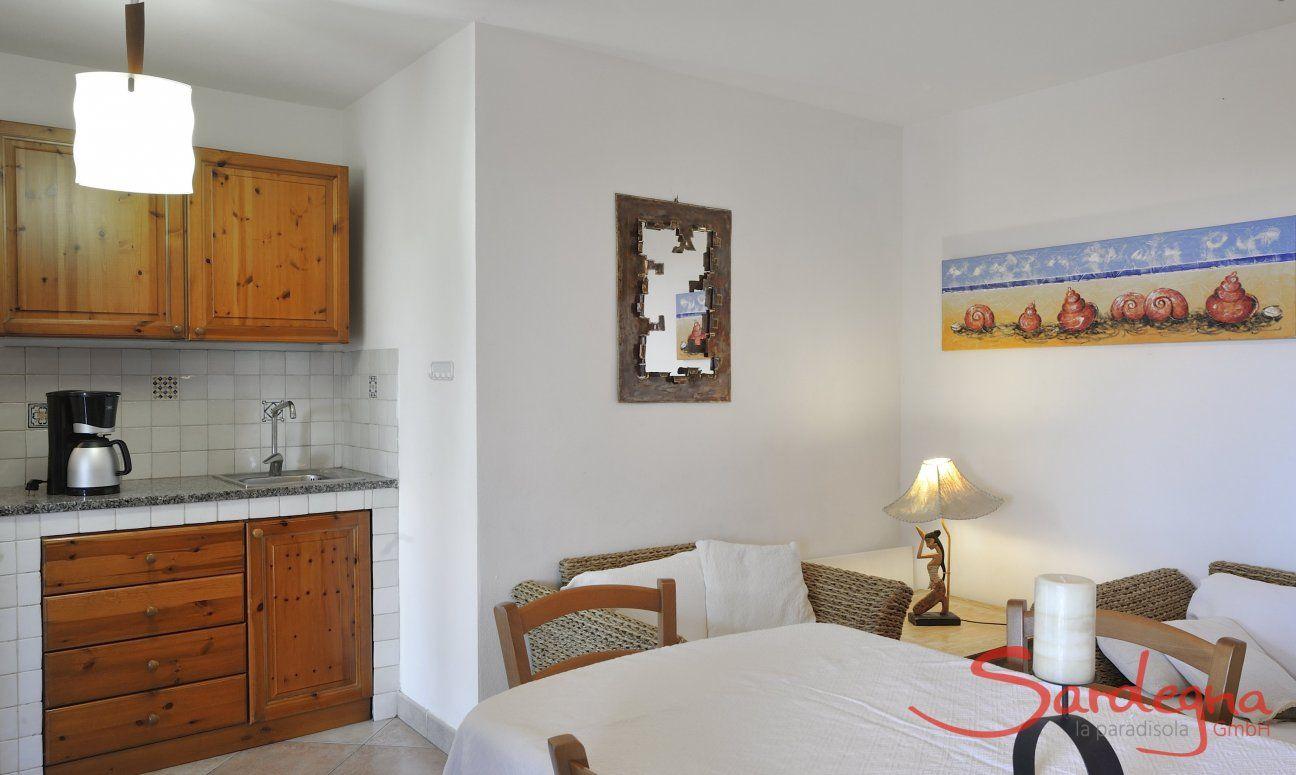 Wohnbereich und Küchenzeile