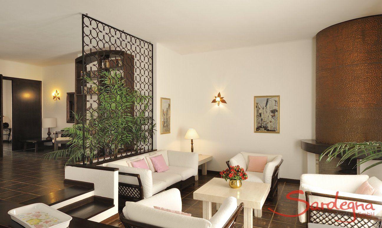 Modernes Wohnzimmer mit großer Sofa-Ecke
