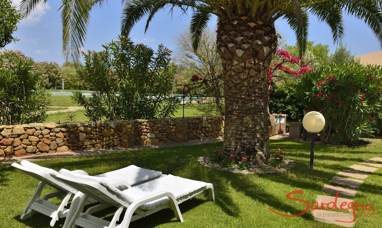 Relaxen im eigenen Garten unter Palmen