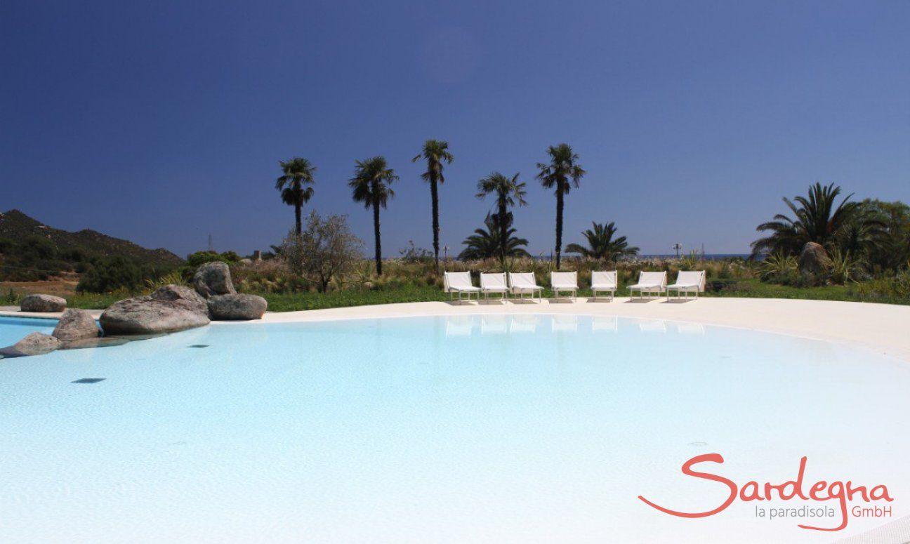 Großer Pool für die Gäste von Li Conchi