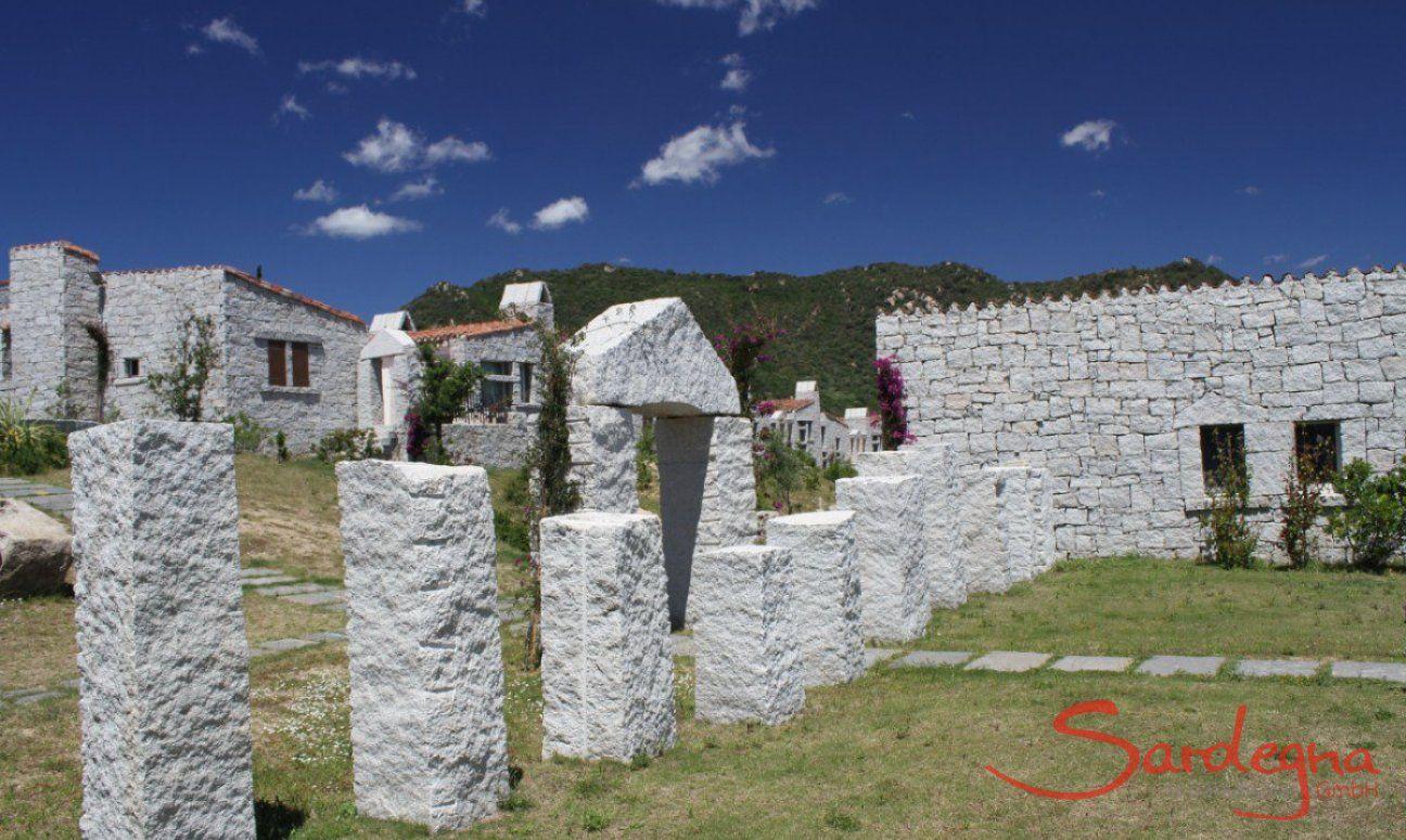 Anlage Li Conchi mit Granitsteinen