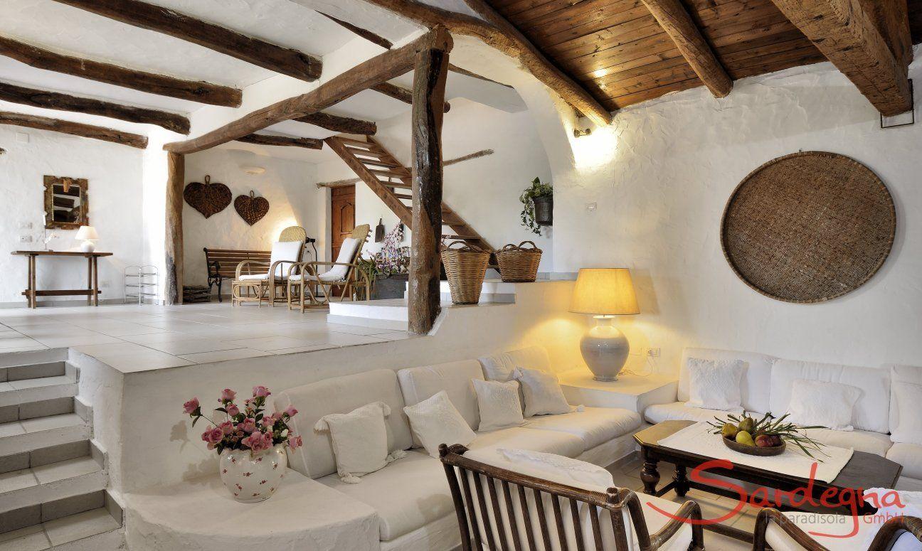 Wohnzimmer mit großem Loungebereich