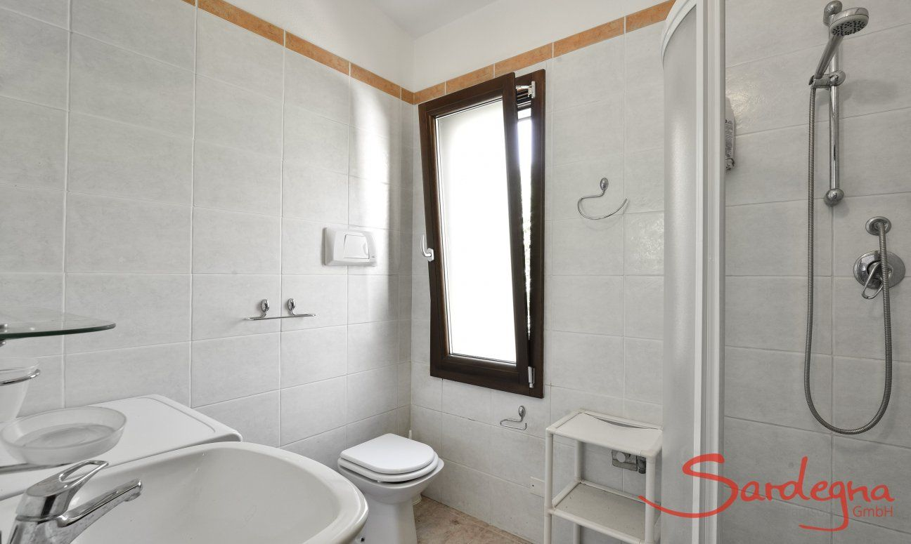 Bad 1 mit Dusche und Waschmaschine