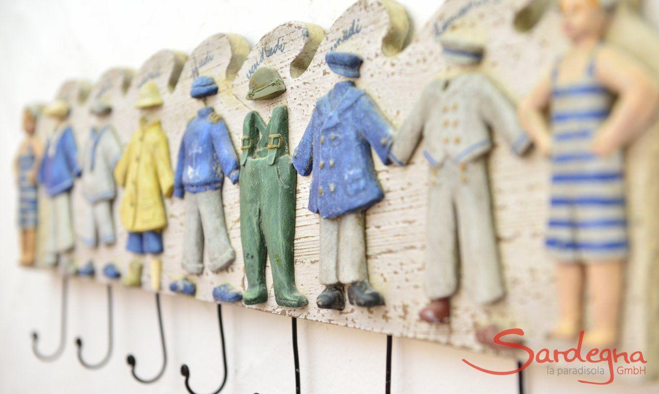 Guardarobe aus holz mit bunter Dekoration  Villa Serena, Costa Rei