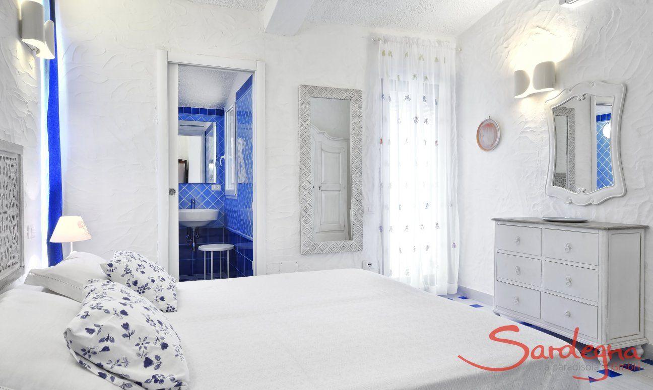 Schlafzimmer 1 mit Doppelbett Villa Serena, Costa Rei