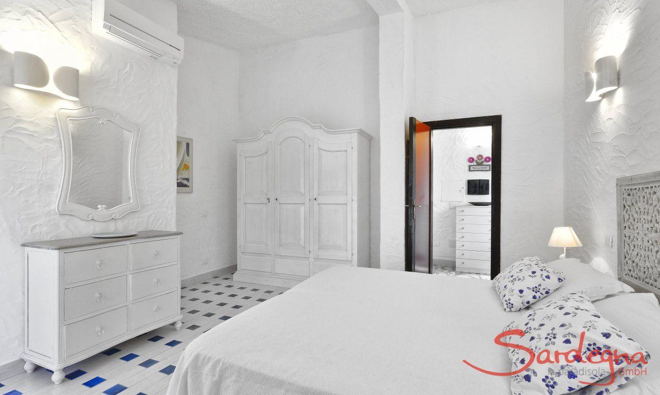 Helles Schlafzimmer der  Villa Serena, Costa Rei