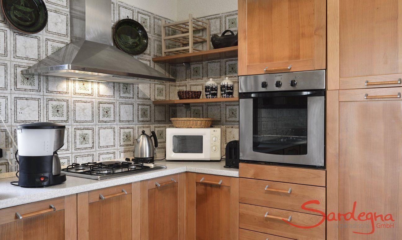 Vollausgestattete Küche mit allen wichtigen Elektrogeräten