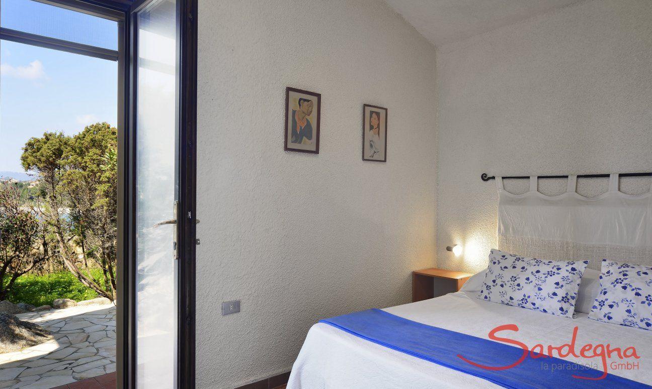 Helles Schlafzimmer 1 mit Doppelbett