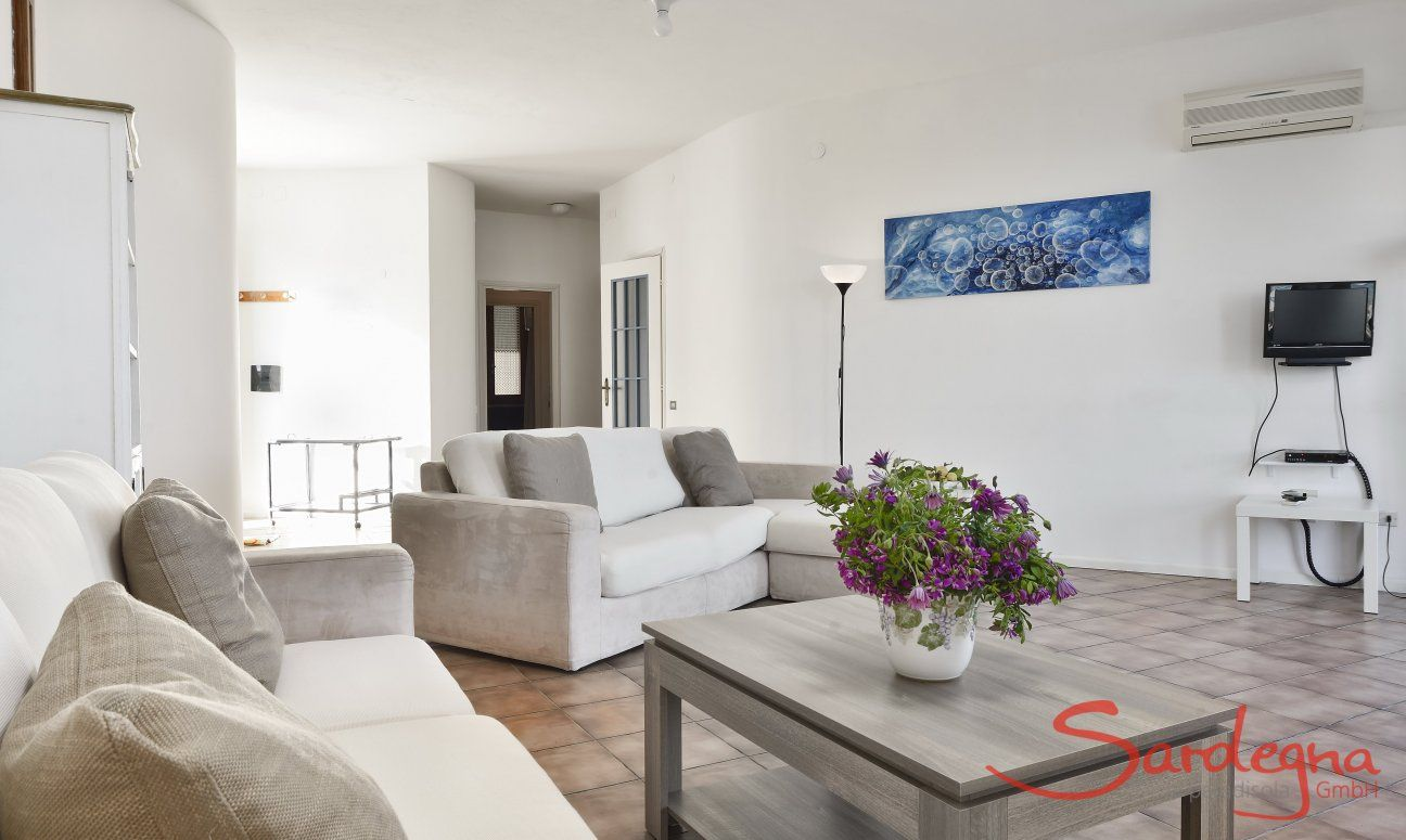 Großer Wohnbereich mit Sofa-Ecke (1. Stock)