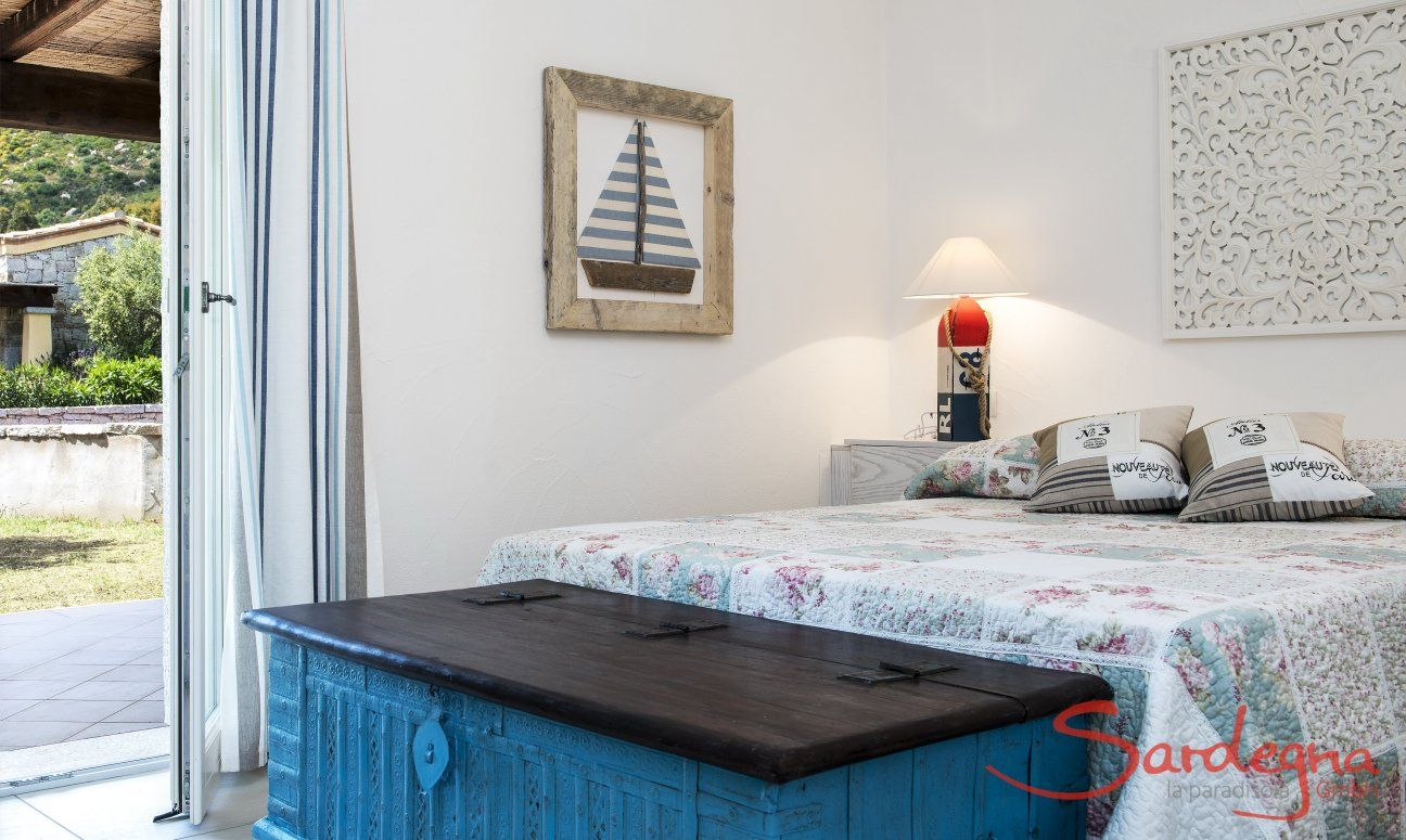 Schlafzimmer mit Doppelbett  Villa Campidano 21