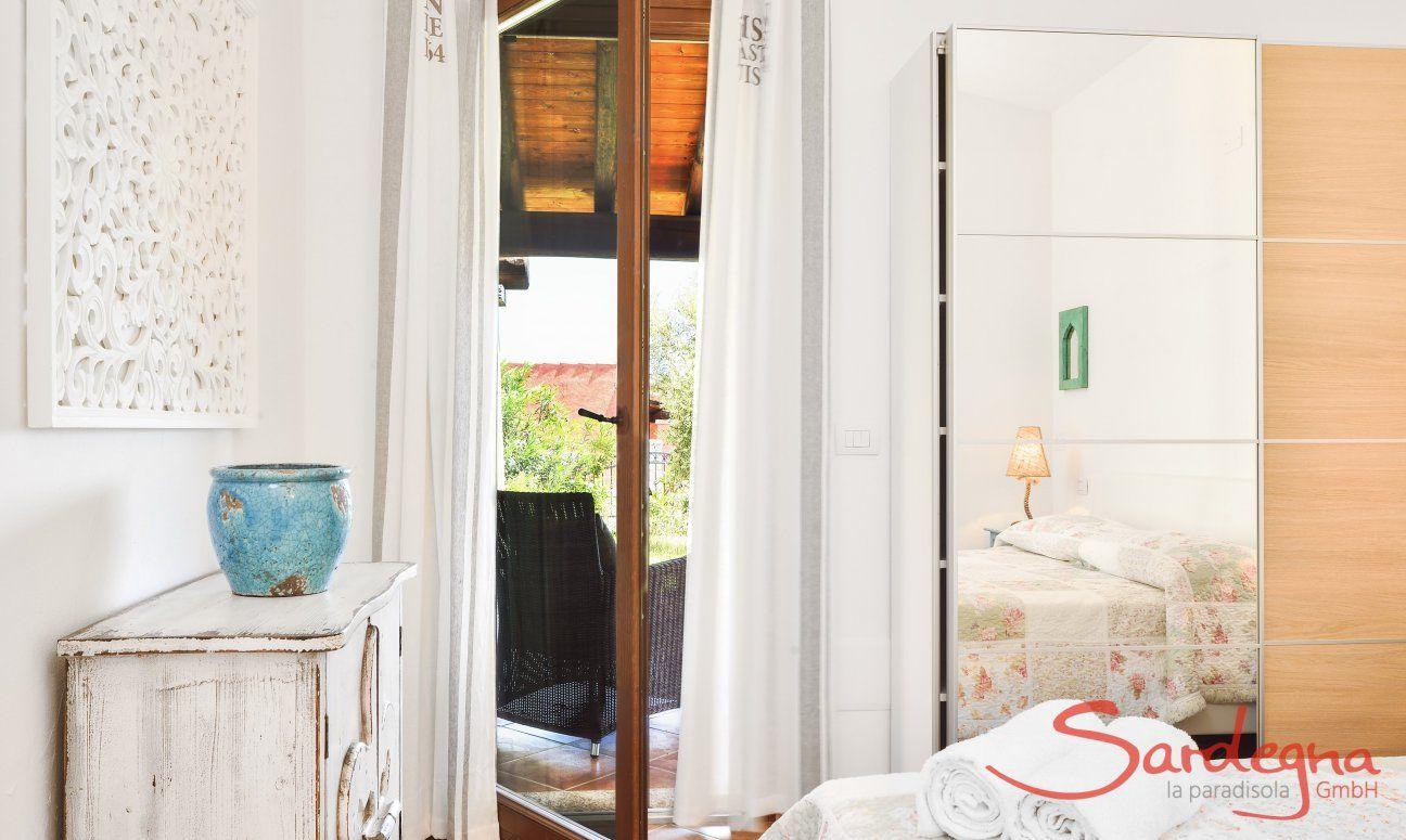 Schlafzimmer mit Terrassentür