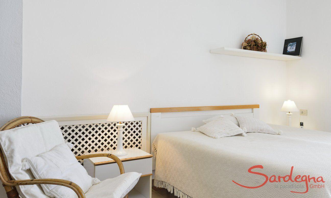 4. Schlafzimmer im Obergeschoss mit Doppelbett