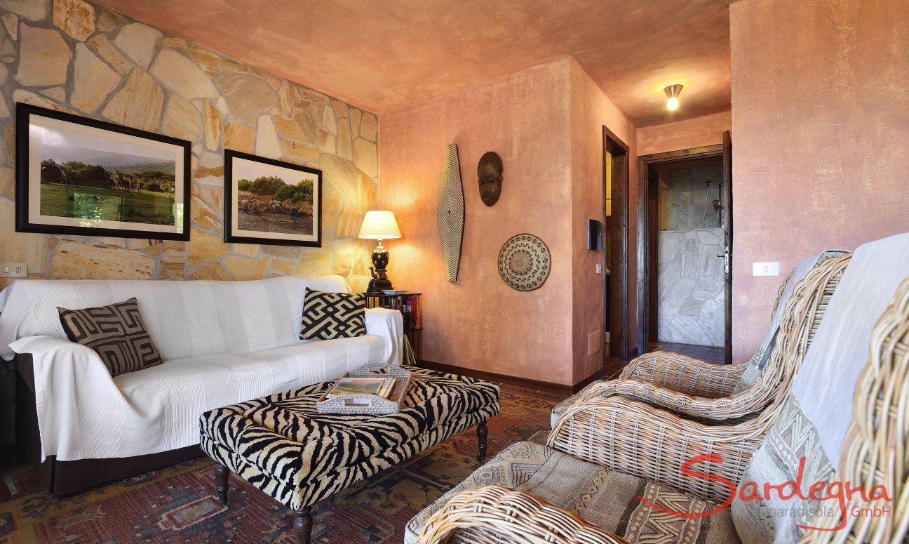 Rustikales, sardisch eingerichtetes Wohnzimmer