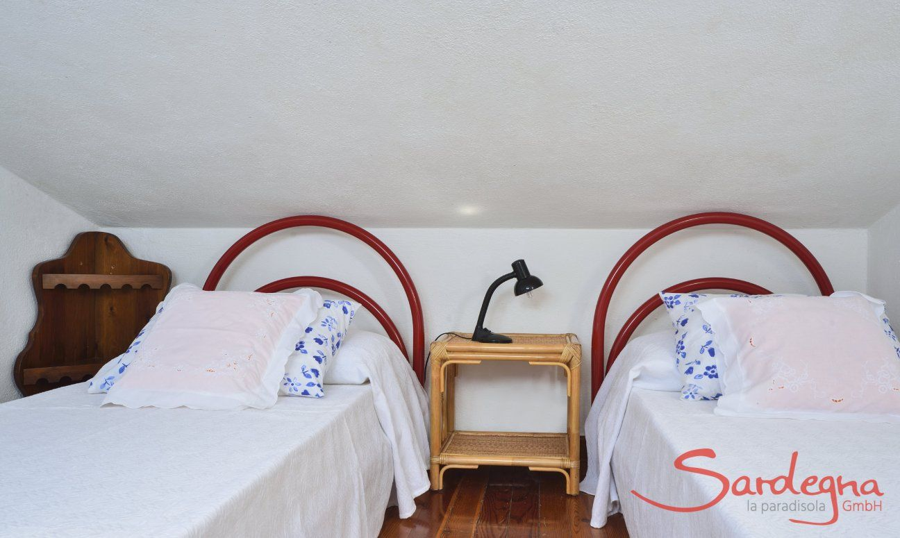 Mansarde mit zwei Einzelbetten