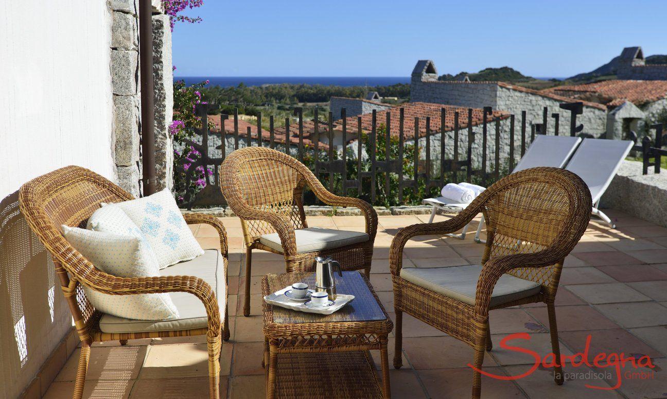 Terrasse mit Korbmöbeln und Meerblick Ferienhaus  Li Conchi 7