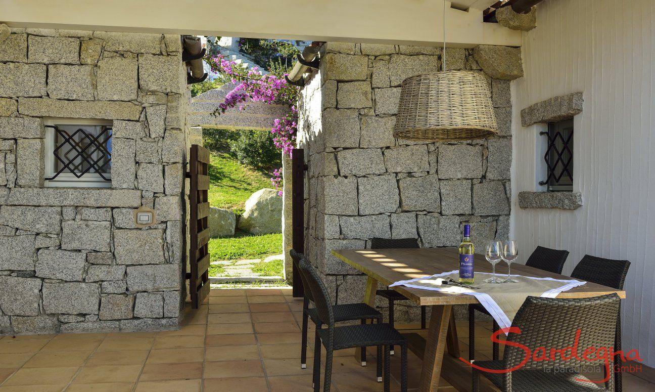 Überdachter Esstisch auf der Terrasse von  Li Conchi 7