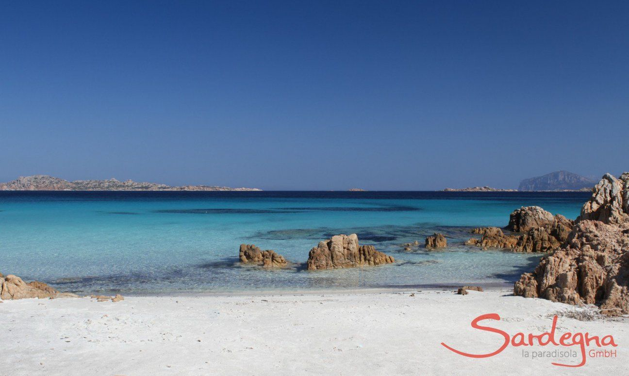 Spiaggia del Principe, Romazzino, 24 km. weit entfernt