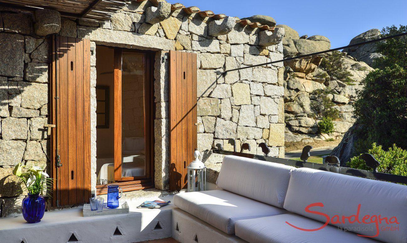 Loungebereich im Costa Smeralda Stil
