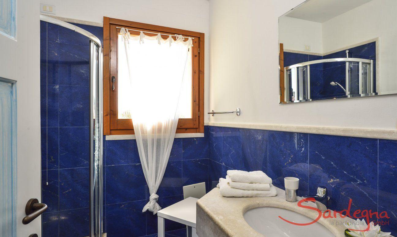 Badezimmer 3 mit Dusche und Tageslicht