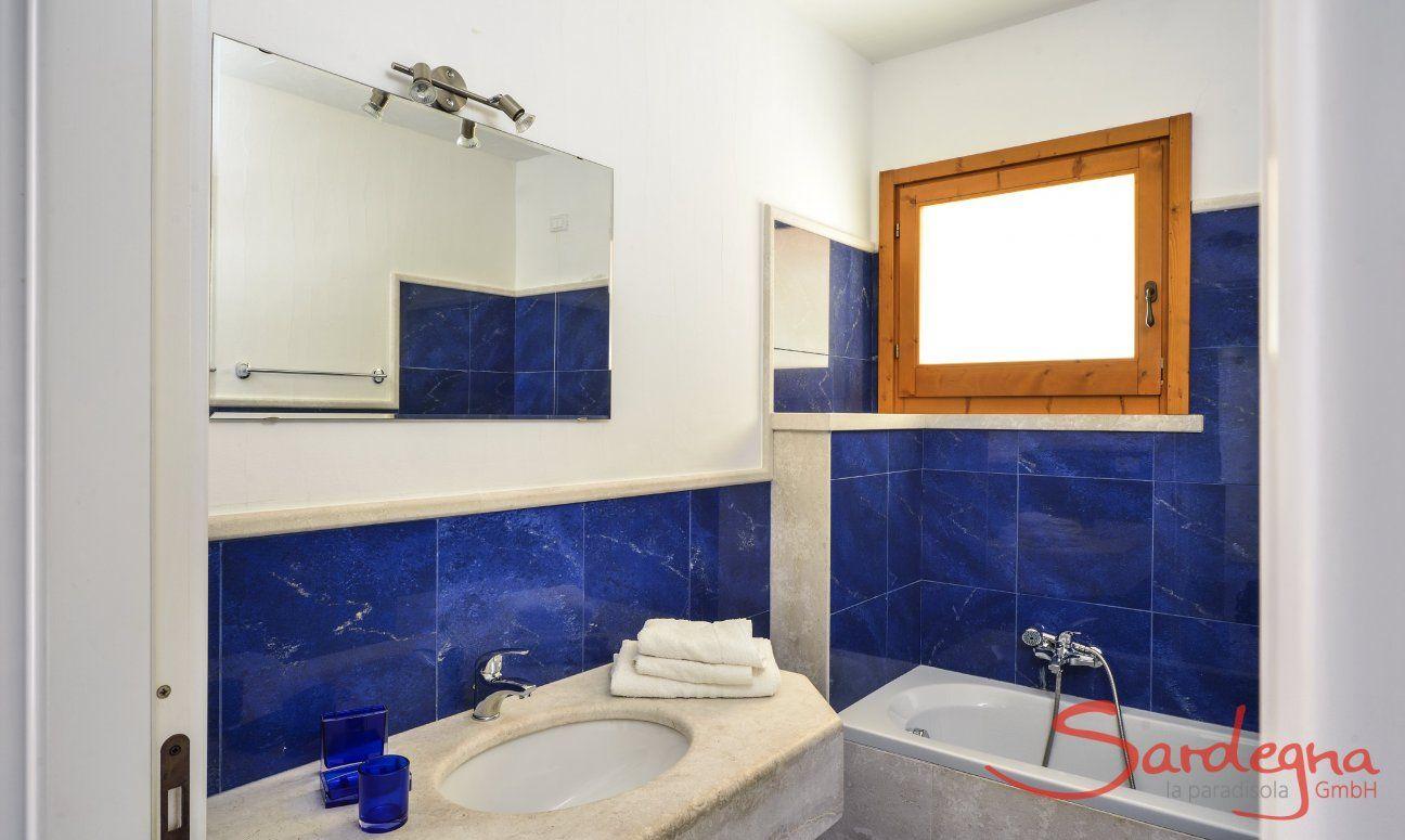 Badezimmer 1 mit Badewanne