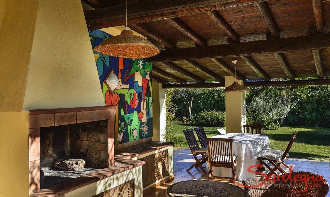 BBQ Bereich auf der Terrasse mit Esstisch