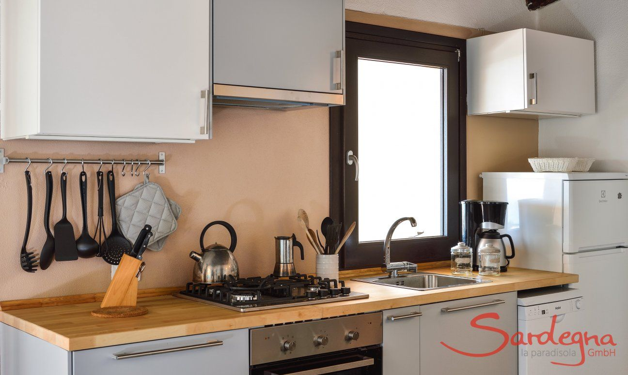 Vollausgestattete Küche mit allen wichtigen Geräten