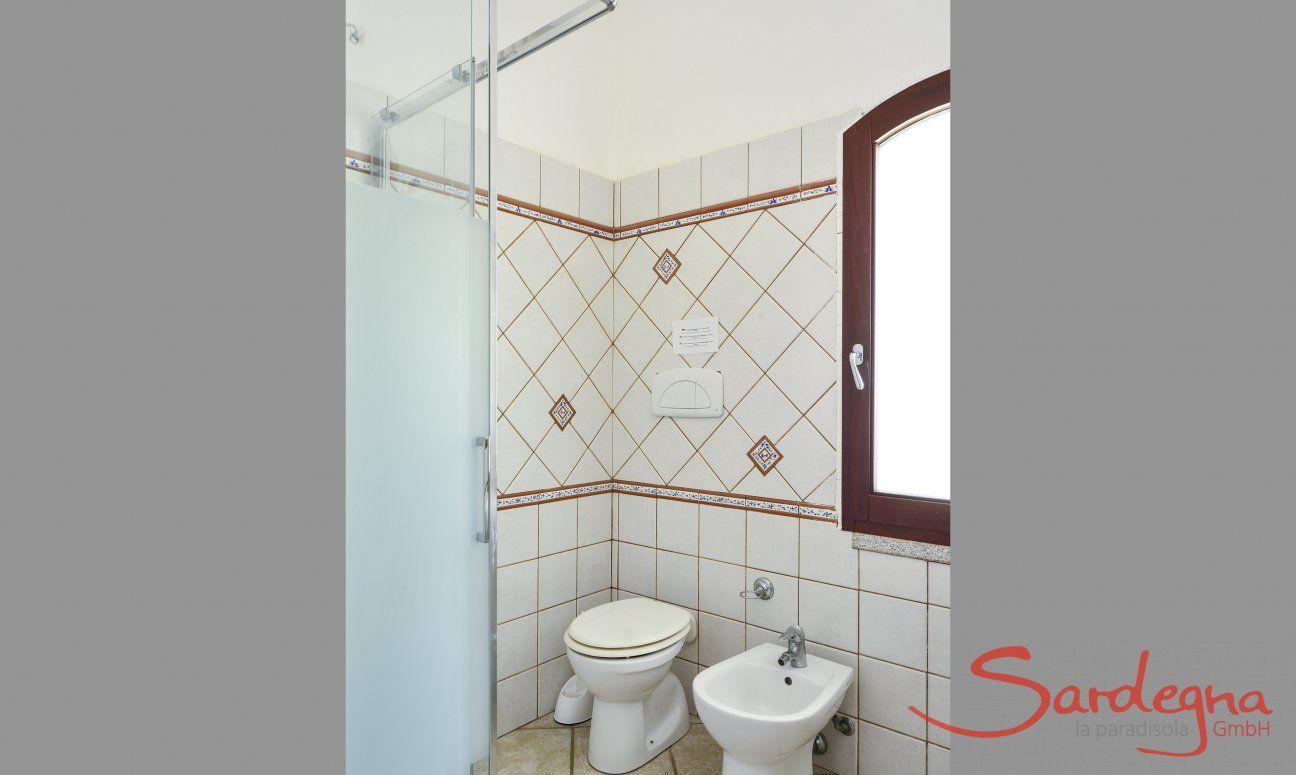 Bad 1 oben mit Dusche und Bidet