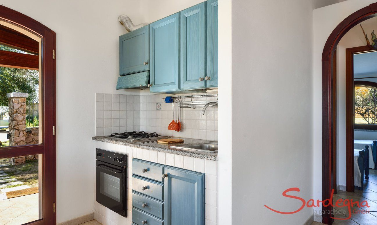 Küchenzeile oben mit Ofen und Gasherd