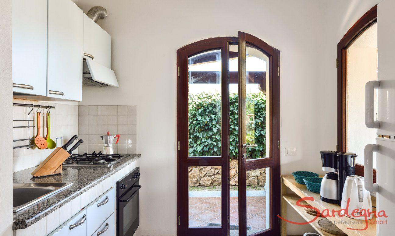 Küche oben mit Gartenzugang