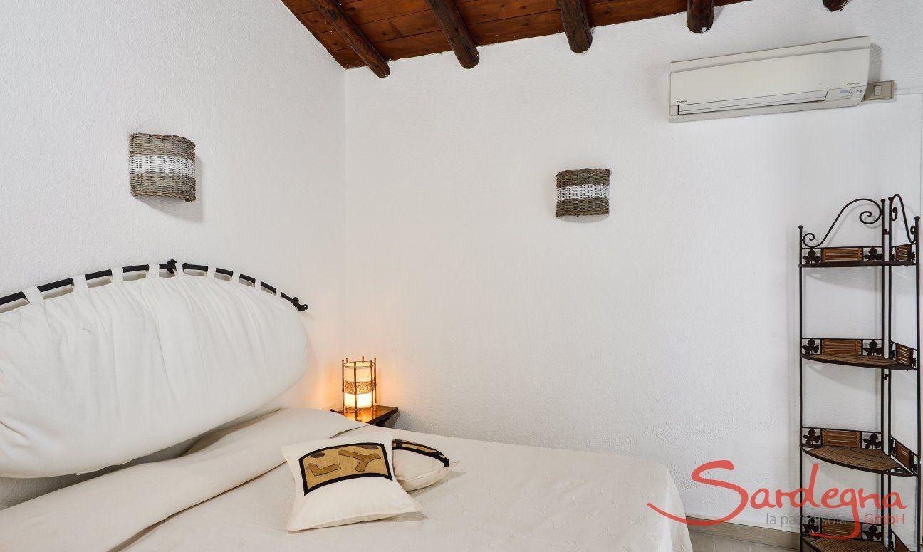 Masterbedroom mit Türe zur Terrasse